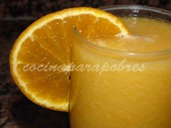 Zumo de pera y naranja