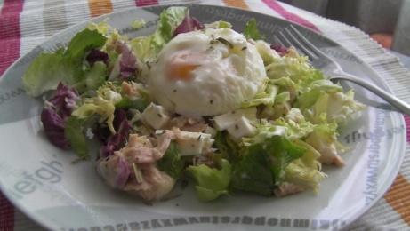 ensalada gourmet con huevo