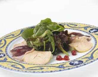 Ensalada de Brotes con melón y foie