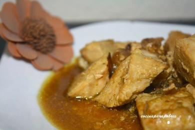 Pechuga de pollo encebollada