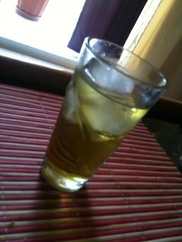 """Piña """"hierbada"""" (Zumo de piña con licor de hierbas)"""