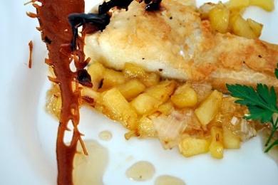 Bacalao con manzana caramelizada y vino blanco