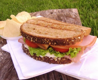 Sandwich de Pavo y Queso Cremoso