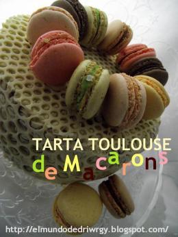 Tarta Toulouse con macarons.