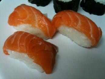 Niguiris de salmón