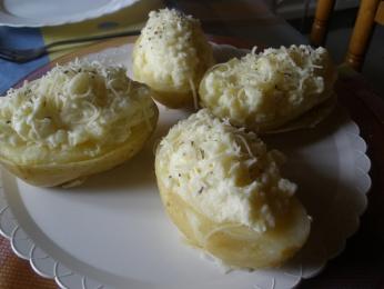 Patatas rellenas de requesón