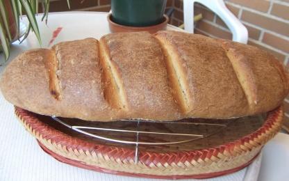 Pan casero en barra.